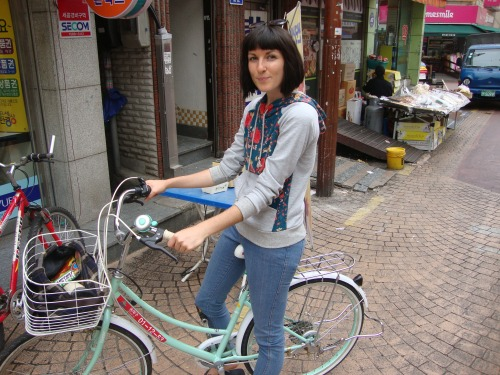 My favourite of the free bikes in Jamsil. A lovely mint-green cruiser.