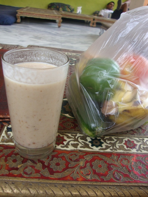 Banana date juice (pretty much Ahimsa's favourite thing ever) and veggies from some wee stall (pretty much my favourite thing ever).