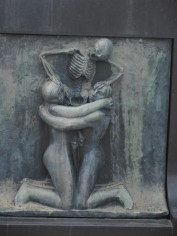 Frogner Park - Death becomes her